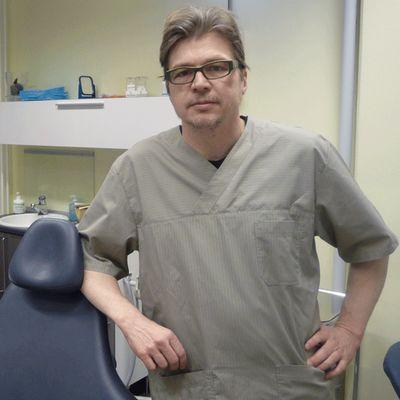 Erikoishammaslääkäri Pentti Rytivaara.