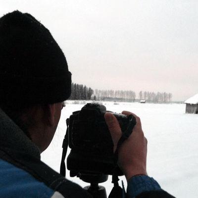 Jan Björk kuvaa talvista latoa.