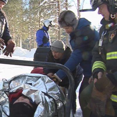 Venäjän Karjalan matkailuyrittäjät opiskelivat Kuusamossa toimintaa moottorikelkkaonnettomuuden sattuessa.