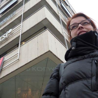 Silja Laine on tutkinut pilvenpiirtäjistä käytyyn kiivaaseen kansalaiskeskusteluun itsenäistyneen Suomen hakiessa uutta suuntaa.