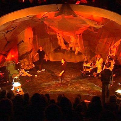 Beginning-näytelmä lasten ja nuorten teatterifestivaaleilla Oulussa.