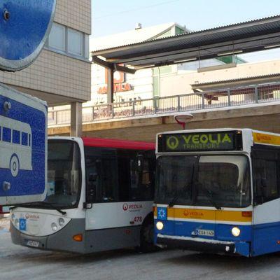 Busseja Vantaan Myyrmäessä.