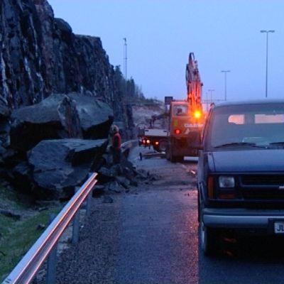 Kalliota sortui moottoritielle Muurlassa.