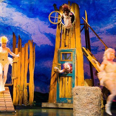 Babe - Urhea Paimenpossu -näytelmä Kouvolan Teatterissa.