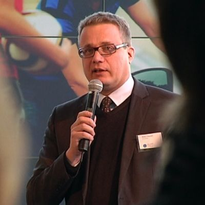 Kansainvälisen designsäätiön johtaja Pekka Timonen esitteli designvuoden yhteistyökumppaneita.