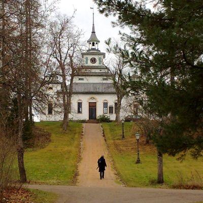 Ruukinpatruuna Robert Bremer ryhtyi rakennuttamaan Teijon kirkkoa vuonna 1829.