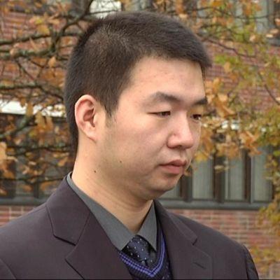 Nan Hui tutki väitöksessään Hälvälän ampumaradan sieniä ja bakteereja.