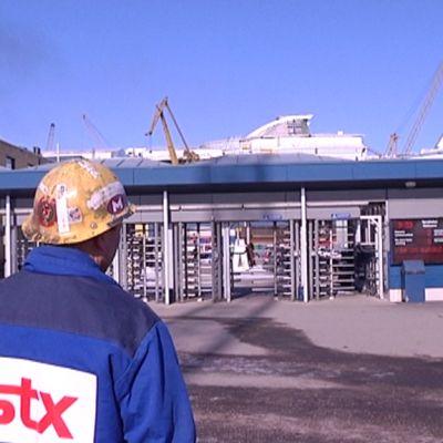 STX::n Turun telakan portti.