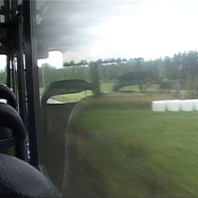 Linja-auton ikkuna