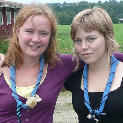 Partiolaiset Susanna Heinola ja Elsa Lahti lähdössä suurleirille.