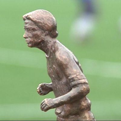 Litin patsaasta on tehty myös pienoismalleja.