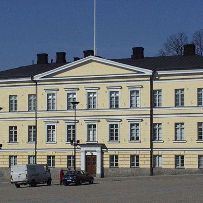 Lääninhallituksen rakennus Hämeenlinnan torin äärellä.