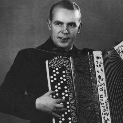 Harmonikansoittaja Vili Vesterinen.