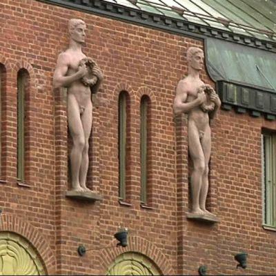 Joensuun kaupungintalon julkisivu.