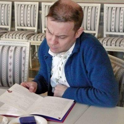 Muusikko Jukka Perko täyttää YLE Pohjanmaan radion ystäväkirjaa