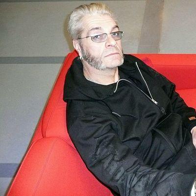 Näyttelijä ja muusiko Jussi Lampi