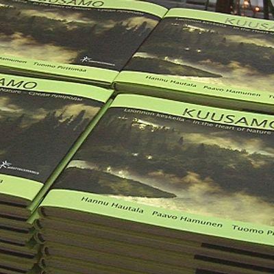 Vienasta Suomen länsirajalle ulottuvasta kirjasarjasta julkaistiin ensimmäinen osa keskiviikkona Kuusamossa.