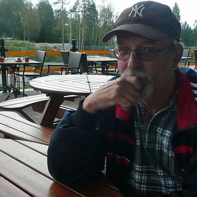 Topi Sorsakoski entisessä kantapaikassaan Ähtärissä.