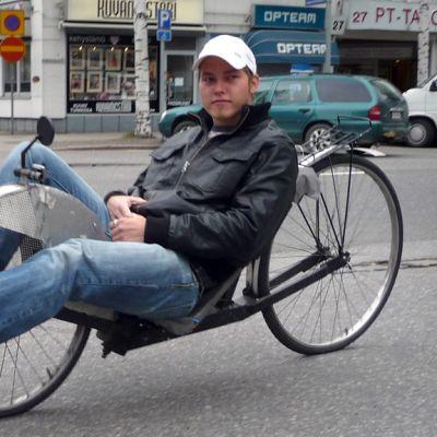 Nojapyöräilijä Lari Saukkonen.