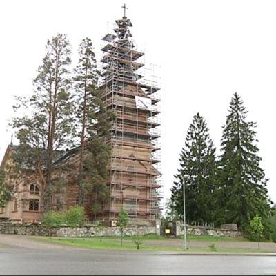 Kontiolahden kirkko remontissa kesällä 2009