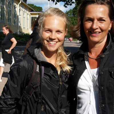 Hymyä riitti äidillä ja tyttärellä. Marja Saukkonen toimi huoltajana ja Anni-tytär pinkoi kympin alle tunnin.