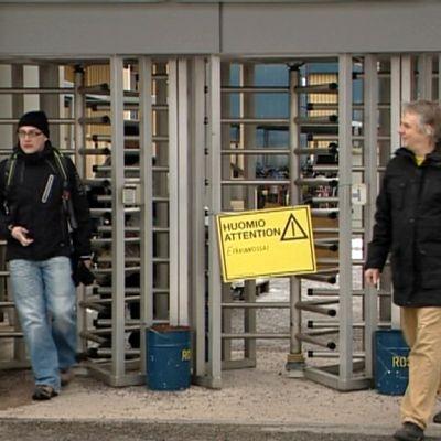 STX Europen Turun telakan 1 700 työntekijää marssivat ulos torstaina.