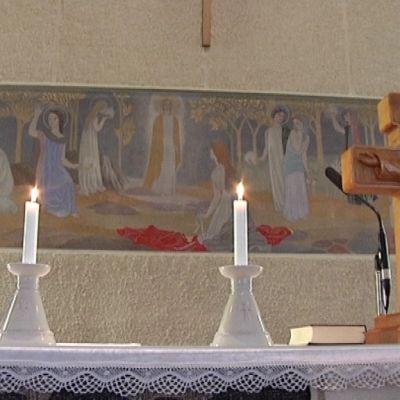 Tove Janssonin maalaama Kymmenen neitsyttä Teuvan kirkossa.