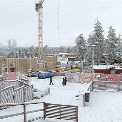 Rakennustyömaa Napapiirillä.