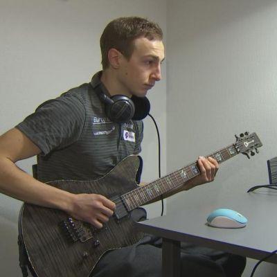 Ilkka Herola kitaran kanssa