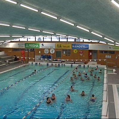 Urheilupuiston uimahalli Kouvolassa