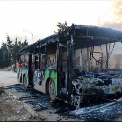 Kapinalliset tuhosivat evakuointiin tarkoitettuja busseja Idlibissä.
