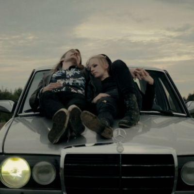 Pimeys-yhtyeen musiikkivideo Meeri 2