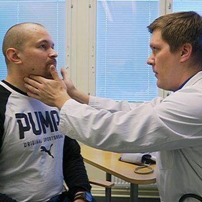 Mikael Pennanen lääkäri Henri Ärölän tutkittavana