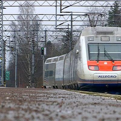 Allegro -juna lähtee Kouvolan asemalta