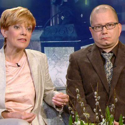 Vieraina rikosjournalismiin erikoistunut toimittaja Raija Pelli ja Uskontojen uhrien tuki ry:n puheenjohtaja Terho Miettinen.