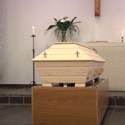 Hauta-arkku kappelissa.