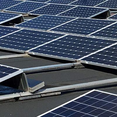 Aurinkovoimala Lappeenrannan yliopiston katolla