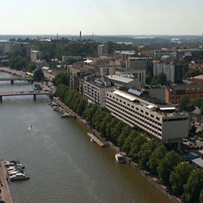 Turku ja Aurajoki kuvattuna 103 metrin korkeudesta.