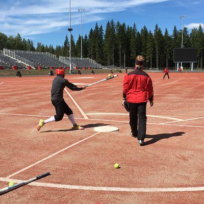 IPV harjoittelemassa Ukonniemen stadionilla