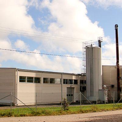 Kuvassa Puljonki Oy:n tuotantolaitos Juuan teollisuusalueella.