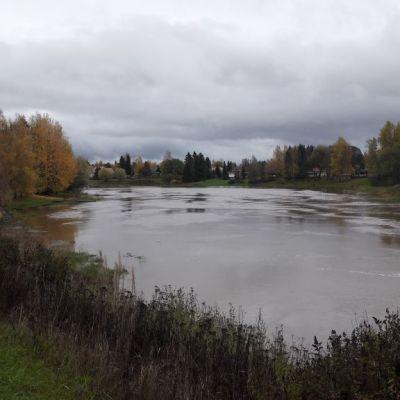 Loimijoki Huittisissa Huittinen joki vedenpinta korkealla