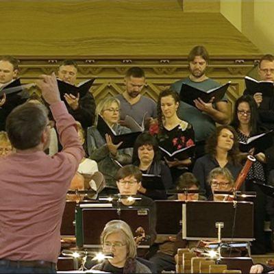 Latvian valtionkuoro, Kymi Sinfonietta ja kapellimestari Olari Elts.