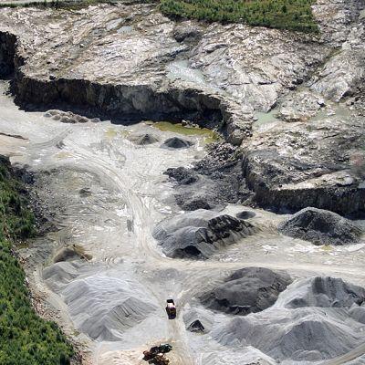 Kalliomurskeen ottopaikka Kajaanissa ilmasta kuvattuna.