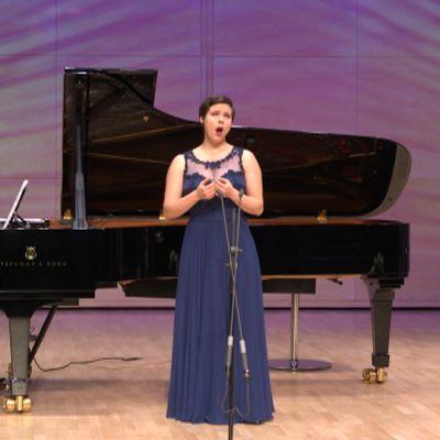 Mezzosopraano Erica Back esiintyy Lappeenran laulukilpailuissa.