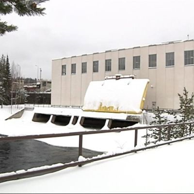 Kuurnan vesivoimalaitos ja virtaava Pielisjoki.
