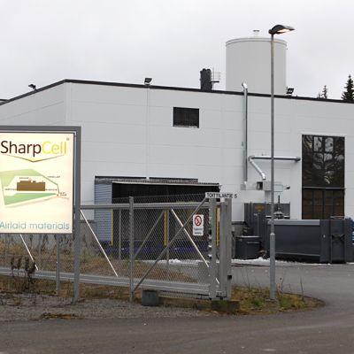 SharpCellin kuivapaperitehtaan pääportti.