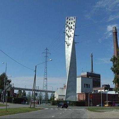 Vaasan sähkön kierteinen torni Palosaaren sillan kupeessa