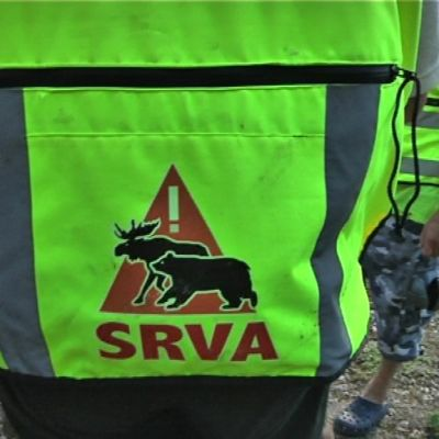 Turvaliivi, jossa SRVA-tunnus.