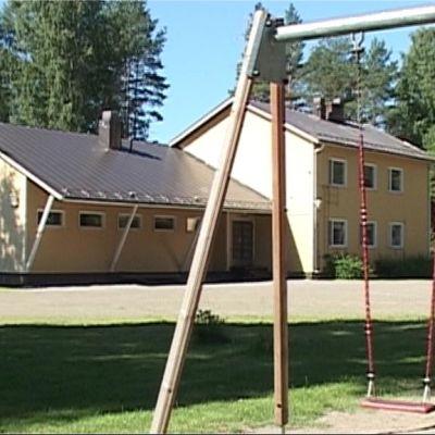 Sotkuman kyläkoulua Polvijärvellä on laajennettu ja siihen rakennettiin myös päiväkotiosa.