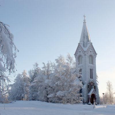 Kiteen luterilainen kirkko pakkaspäivänä.